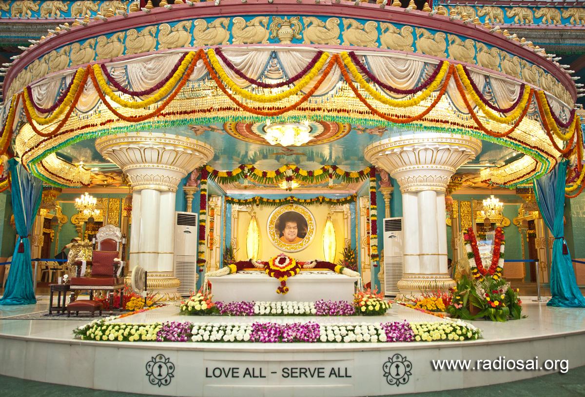 Sathya Sai Baba Maha Samadhi Floral Decoration Pictures