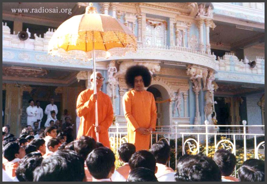 Sathya Sai Baba darshan